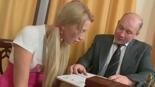 Roasting older teacher is seducing hottie's bawdy beaver