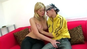 Horny and soaked blond starts enjoying wild sex with a great joy